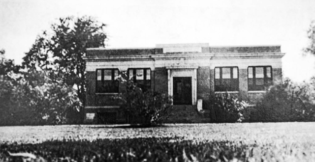 An exterior photo of the original Oak Cliff Library, which was Marsalis and Jefferson.
