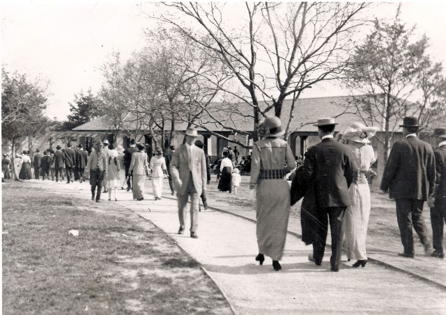 The entrance to what was later renamed the Marsalis Park Zoo in 1925. Photo courtesy of Carla Boss