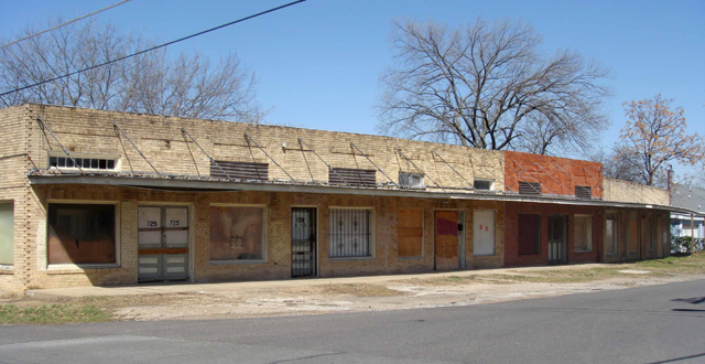 Abandoned retail buildings occupy the 700 block of Pierce in the North Cliff neighborhood. Photo by Mary McLauhlan