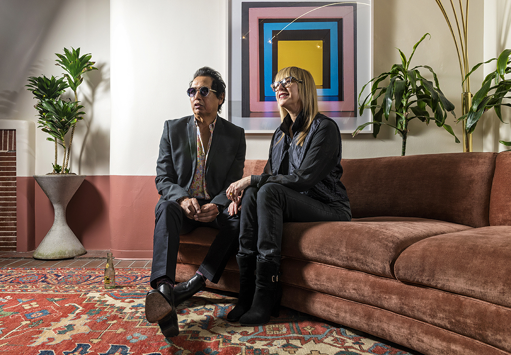 Alejandro Escovedo and his wife, Nancy Rankin, chat in the Belmont Hotel lobby. (Photo by Danny Fulgencio)