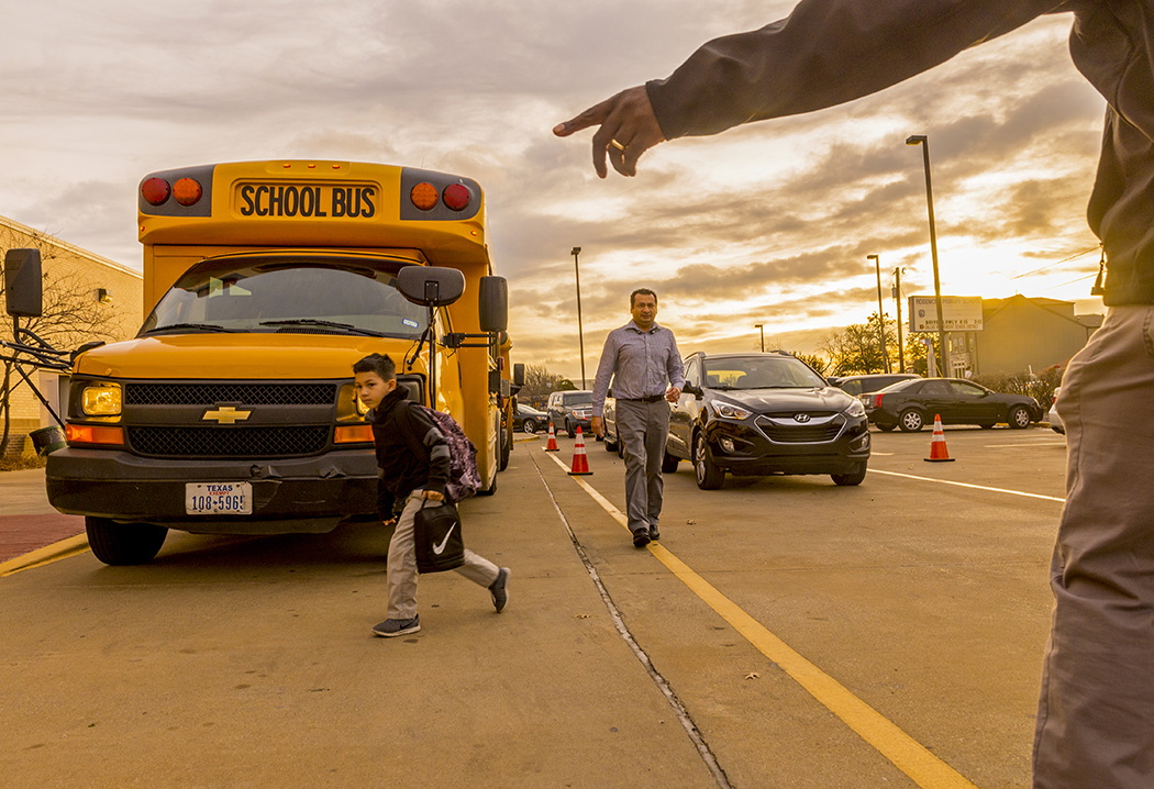 With nearly 400 students transferring into Rosemont Elementary, carpool is a carefully orchestrated production. (Photo by Danny Fulgencio)